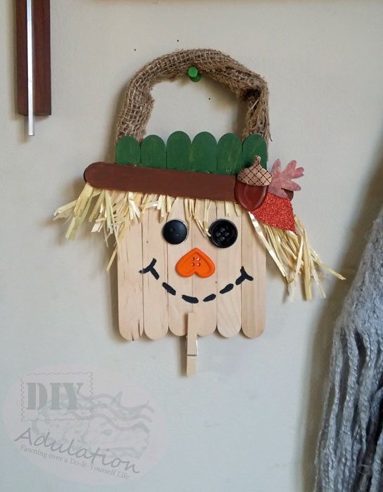 Decorating your house for fall doesn't mean you have to sacrifice function for festive. This adorable autumn scarecrow note holder has both!