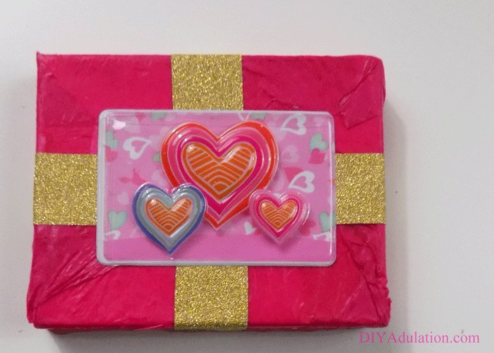 Did you wind up buying a gift card at the last minute? Dress it up a little with this easy DIY Valentine gift card box quickly and easily!