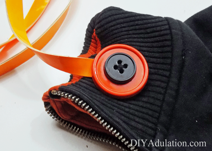 Football season is here! Get your style ready for game day with this DIY Cincinnati Bengals Purse made from a thrift store jacket!