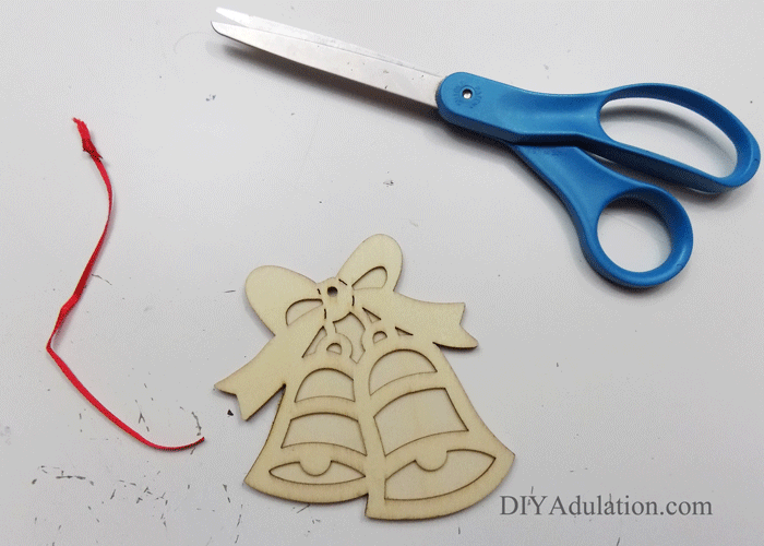 Do you need to freshen up your Christmas decor this year or looking to change your style? Make this DIY golden stained glass ornament to do just that!