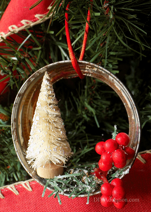 Are you dreaming of a handmade holiday? Add a rustic touch to your tree this Christmas with this DIY bottle brush Mason jar ring ornament.
