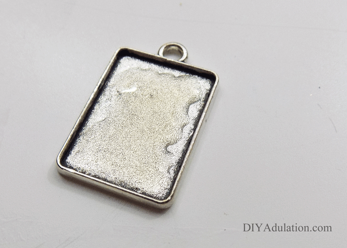 Jewelry Pendant Gel Spread Out in Base of Rectangle Keychain Base