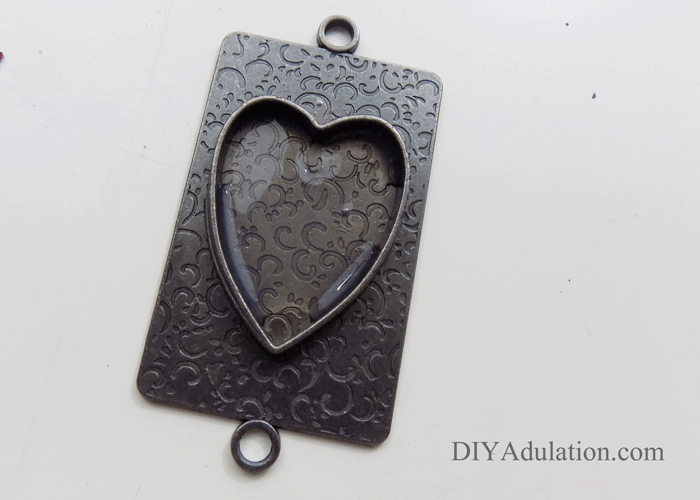 Jewelry Pendant Gel Spread Out in Base of Heart Pendant