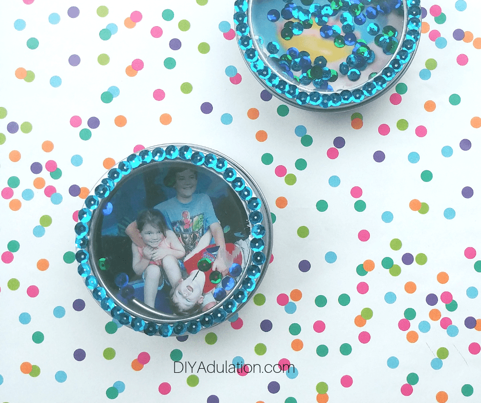 Sequin Shaker Magnet on Polka Dot Background
