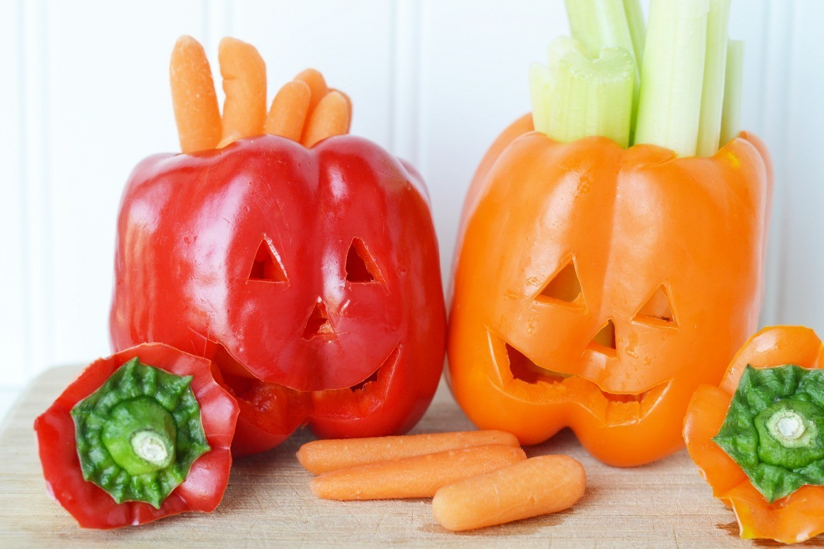 Jack-o-lantern peppers with veggies